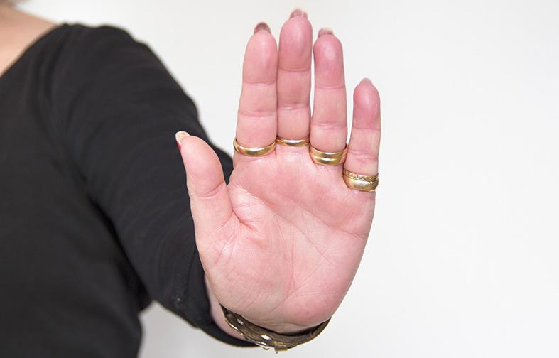 Föreningshjälpen, stopptecken av hand